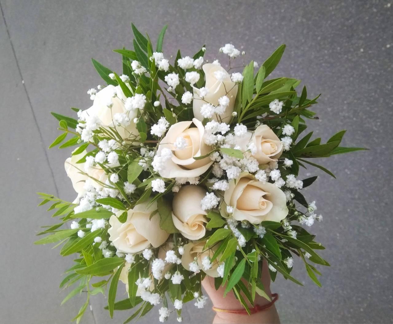 Букет невесты из гипсофила и розами, доставкой саратов